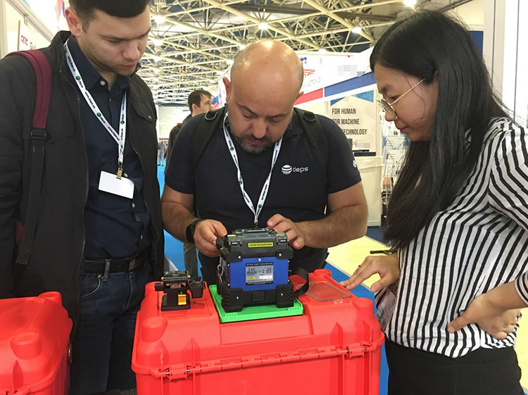 T45_fusion_splicer demonstration of Russian Exhibition products